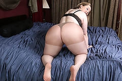 Big breasted American BBW getting ready to be kinky
