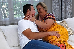 Big curvy mature lady doing her lover