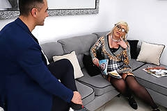 Curvy mature lady fucking and sucking her ass off